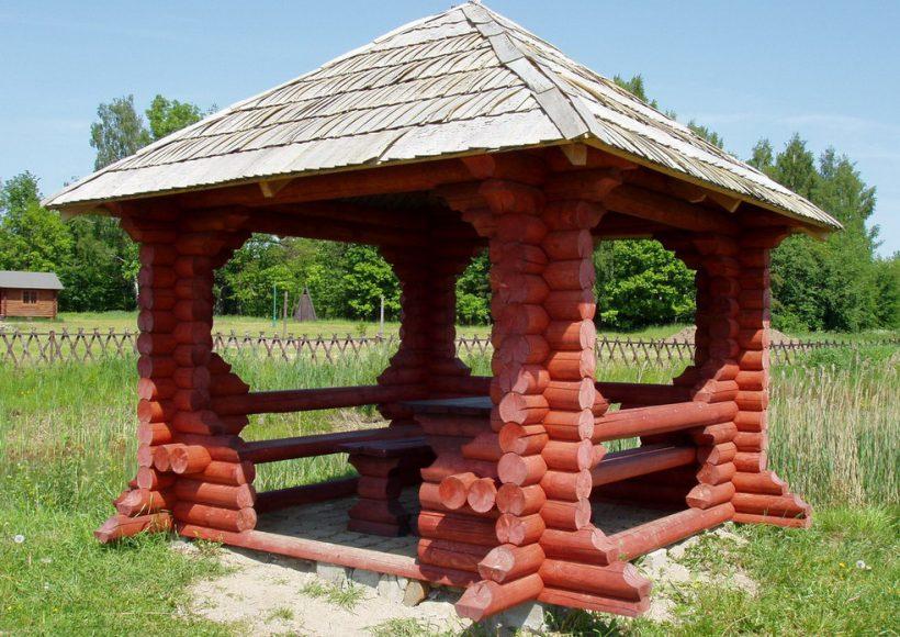 Konvesta – Rąstinių namų gamyba, statyba ir įrengimas gamina gyvenamuosius rąstinius namus, pirtis, poilsio ir sodo namelius, pavėsines.  |  Pavesine